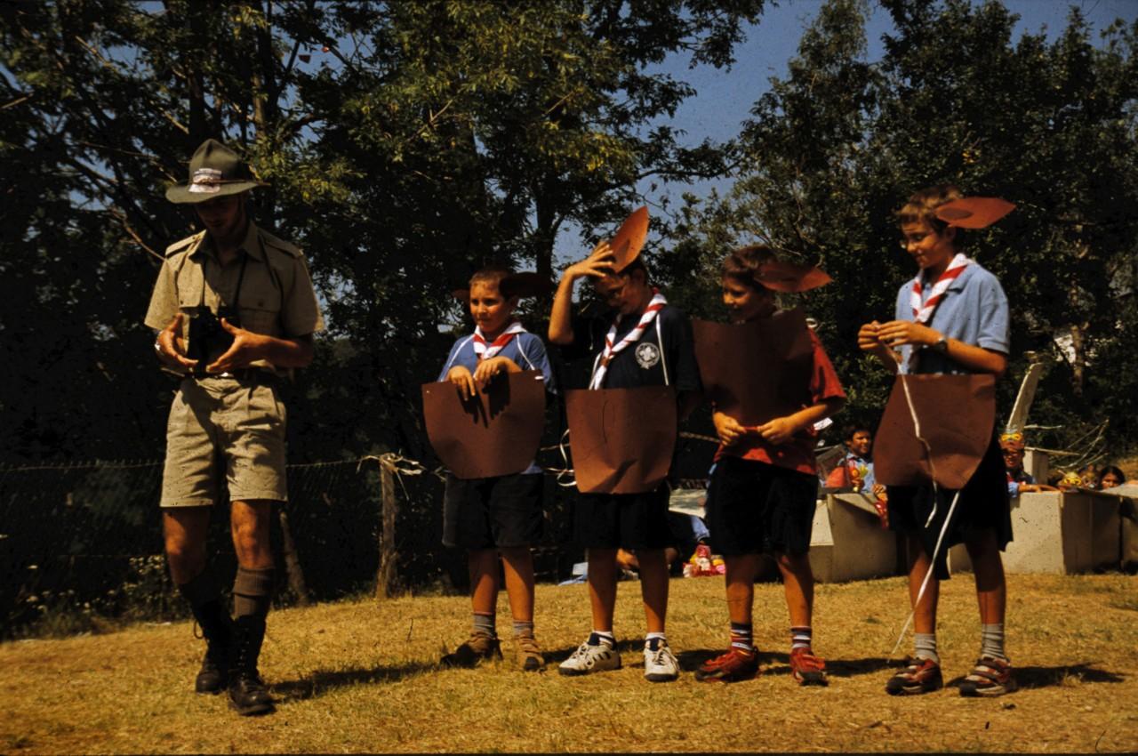 tn_2003-08-03-03-Lupetti-travestiti-da-canguri