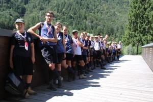 Foto di gruppo sul ponte pedonale delle Terme di Arta.